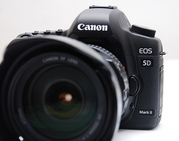 Canon EOS 5D Mark II 21.1MP Full Frame CMOS SLR with EF 24-105mm f