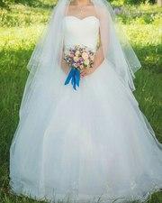 Свадебное платье цвета айвори.