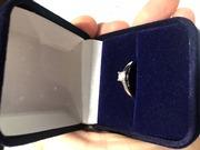 Продам кольцо с брильянтом